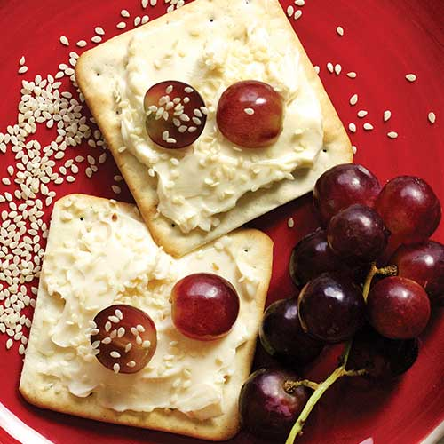 Creamed crackers with juicy grapes